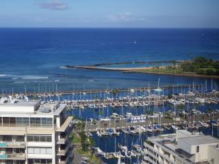 2BR w/Ocean, Diamond Head, Sunset, Firework views!, Honolulu