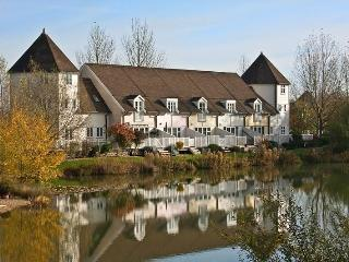 Reflections, Isis Lakes 79 - 3 bedroom lakside lodge in the Cotswold, North Cerney