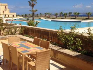 Fort Chambray Apartment with Pool And Sea View, Ghajnsielem