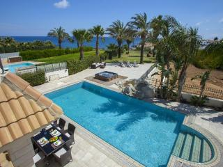 Malama Beachfront Villa - Deluxe
