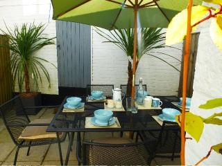 Central Cowes cottage. Great location. Sleeps 4+2.