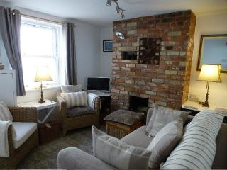 Lounge- New sofa, chairs & soft furnishings, TV/DVD all channels incl. BBC Sport, broadband & WiFi.