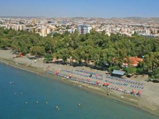 large 1 bed apt, s/pool, free Wifi close to sea,, Limassol
