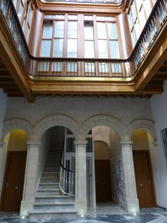 MAJESTIC ENTRY FOYER WITH GLASS LIFT