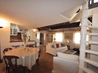 3 Bedroom Apartment Entrecasteaux with Terrace, Do, Aix-en-Provence
