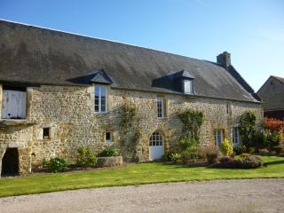 Family-Friendly, private garden, beautiful site., Thury-Harcourt