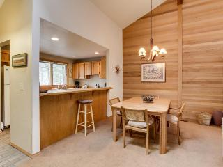 Forest views with community pool, tennis, and more!, Sunriver