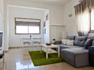 Amazing first line to the beach apartment, Tel Aviv