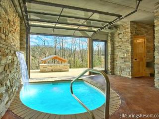 Romantic Modern Cabin with Indoor Pool Spa and Amazing Mountain Views, Gatlinburg