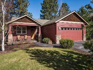 Lovely Craftsman home accented with Stickley furniture, hardwood floors!