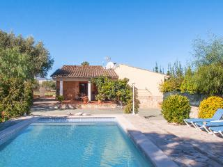 Beautiful country house with pool, BBQ and parking, Búger