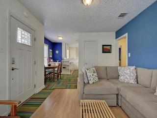 2BR Remodeled North Central Austin House, Minutes from Downtown and Nightlife