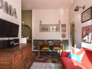 Colorful elegant 2bd apartment in Colosseum area
