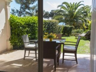 Ochestra 33498 semi detached villa, airconditioning, shared pool, sea at 50 mtr.