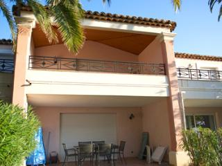 Symphonie 33500  semi detached villa, airconditioning, shared pool, sea at 50 mt