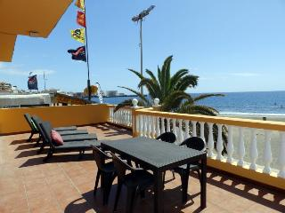 Spacious house in front of the Medano Beach (wifi)