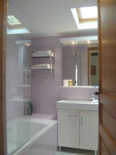 Salle de bain de la chambre Vallauris au rez de chaussée