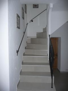 escalier d'accès aux chambres Antibes et Mougins