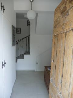 porte ancienne depuis le hall pour accéder sur la terrasse couverte