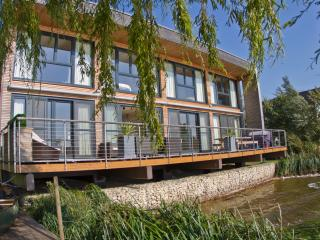 Bowmore Lodge,The Lakes By Yoo, Cotswolds,Gloucestershire Spa/pool (sleeps 11)