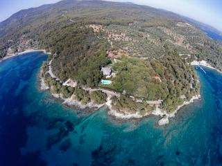 Exclusive Seaside Villa Alkyona with Private Beach, Neos Marmaras