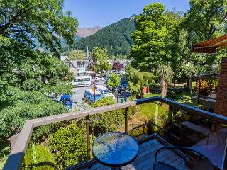 Penrich: Beautiful contemporary home in the heart of central Queenstown!!