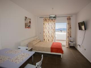 Cozy studio close to Playa troya