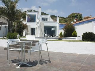 Modern design villa, about 150m2. Spacious and with large windows and doors