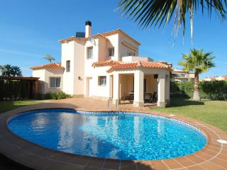 3 Bdr Villa with private pool, 350m from beach, Oliva
