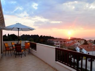 Sea view apartment Jelena with beutiful terrace, Cavtat