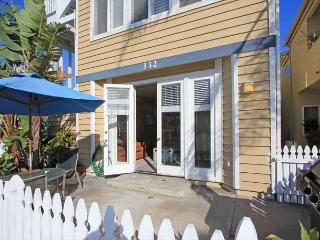 OFFER Fr $175 / Ngt. Best 3 bed Newport Beach - 150 Yards to Ocean - Sleeps 8