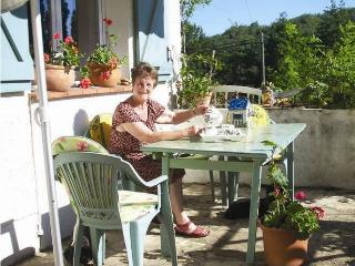 Self catering in South West France opposite lake, Degagnac