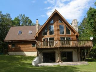 Pocono Chalet With Incredible Mountain Views - Perfect Retreat For Every Season, Albrightsville