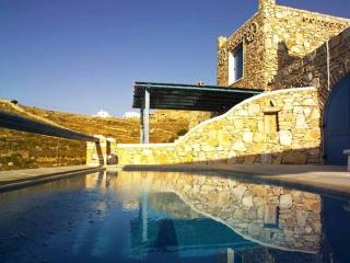 Stone built villa with pool & stunning Aegean view, Ciudad de Míkonos
