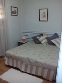 Habitación con cama de 1.60cm y cuna.