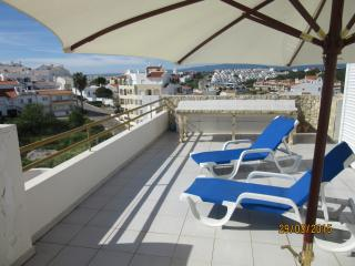 Beach and square 5 min walk, big private terraces, Ferragudo
