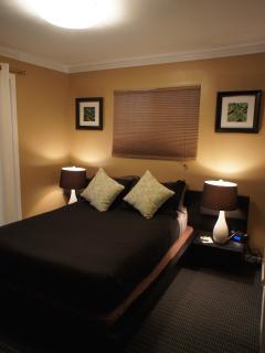2nd Bedroom  (queen bed- upstairs)