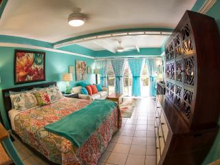 TRACY'S TROPICAL TREASURE #3: Studio (sleeps 4)!