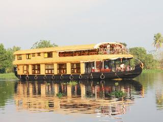 KV houseboat AC Premium Houseboat