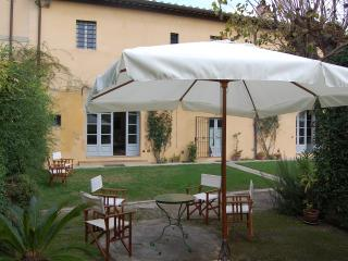 APARTMENT WITH GARDEN IN AGRITURISMO 'LA VOLTA'