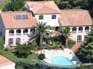 Vinvella 33590 villa for max. 20 people, with garden of 6000m2, private pool.