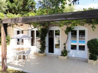 33590 villa for max. 20 people, garden of 6000m2, private pool, beach 900 mtr.