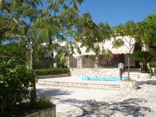 Villa Namali, just 100 meters from the beach !!!, Trappeto