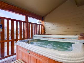 Elegant mountain lodge-style condo w/ hot tub & pool access!, Park City