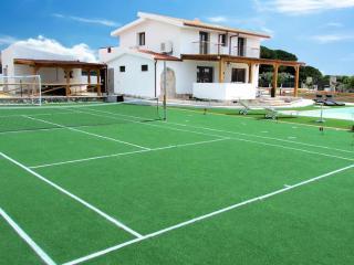 Villa Della Felicita - 5 Bedroom Villa in 1 Acre, Castelsardo