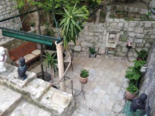 Du Home A VI- Old Town Garden Oasis, Dubrovnik