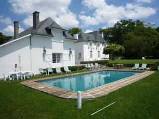 Clos Mirabel Manor House - 7 bedrooms with pool - sleeps 14+ guests Jurancon PAU