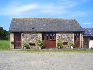 HRIDG Barn situated in Looe (1ml W)