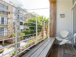 A Fully Renovated Apartment Near the Beach, Tel Aviv