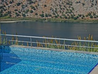 BLUEFAIRY VILLAS WITH LOVELY LAKE VIEW